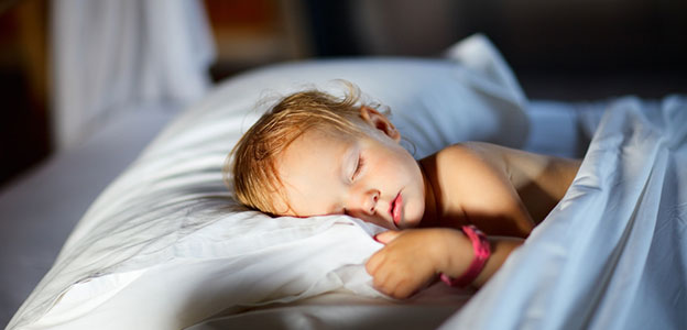 syn lub corka spi w lozku