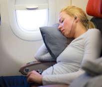 Jak zasnąć podczas długiej podróży?